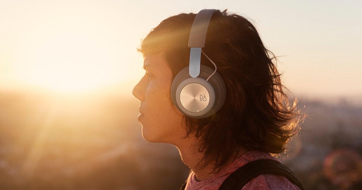Beoplay H4 is premium wireless over-ear headphones.
