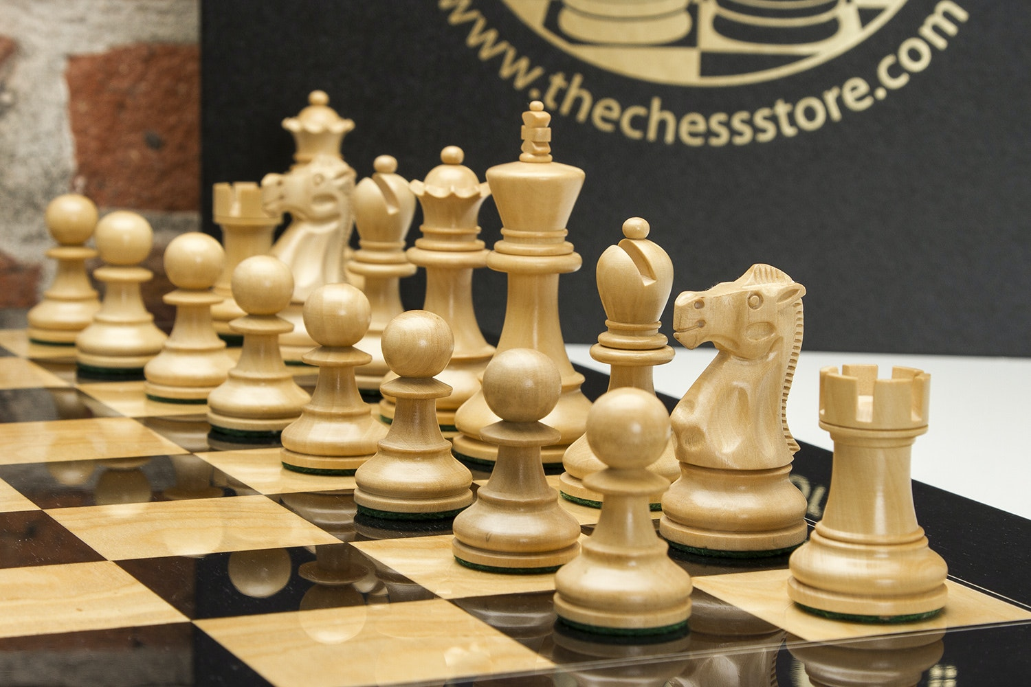 Deluxe Old Club Staunton Chess Set with Board
