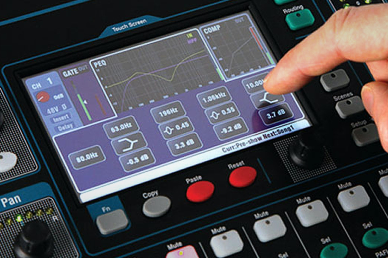 Allen & Heath QU-16 Digital Mixer Bundle