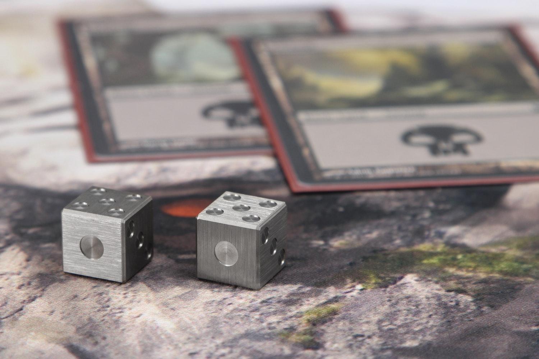 Amber Rix 6-Sided Titanium Die (2-Pack)