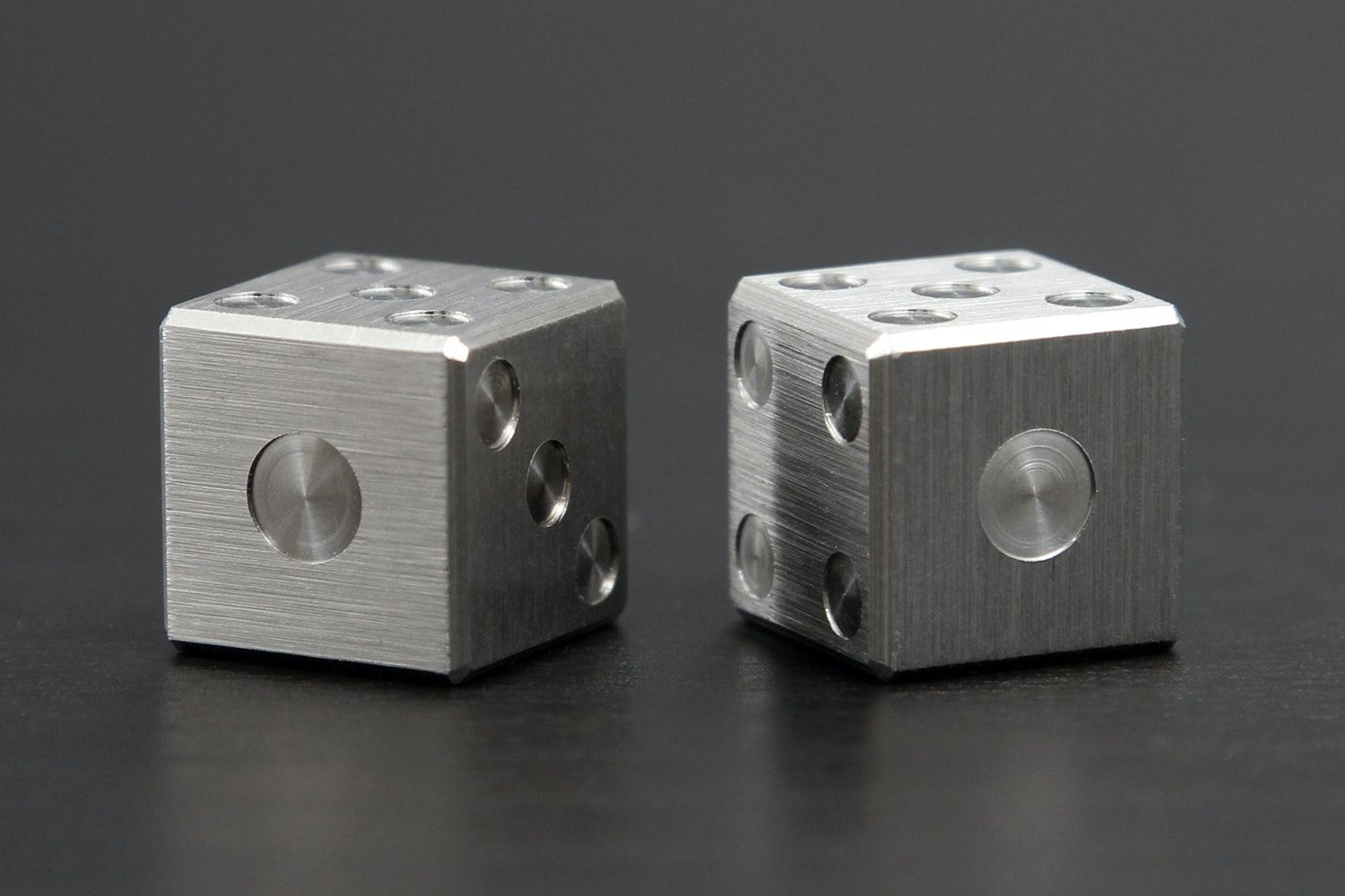Amber Rix 6-Sided Titanium Die (2-Pack)