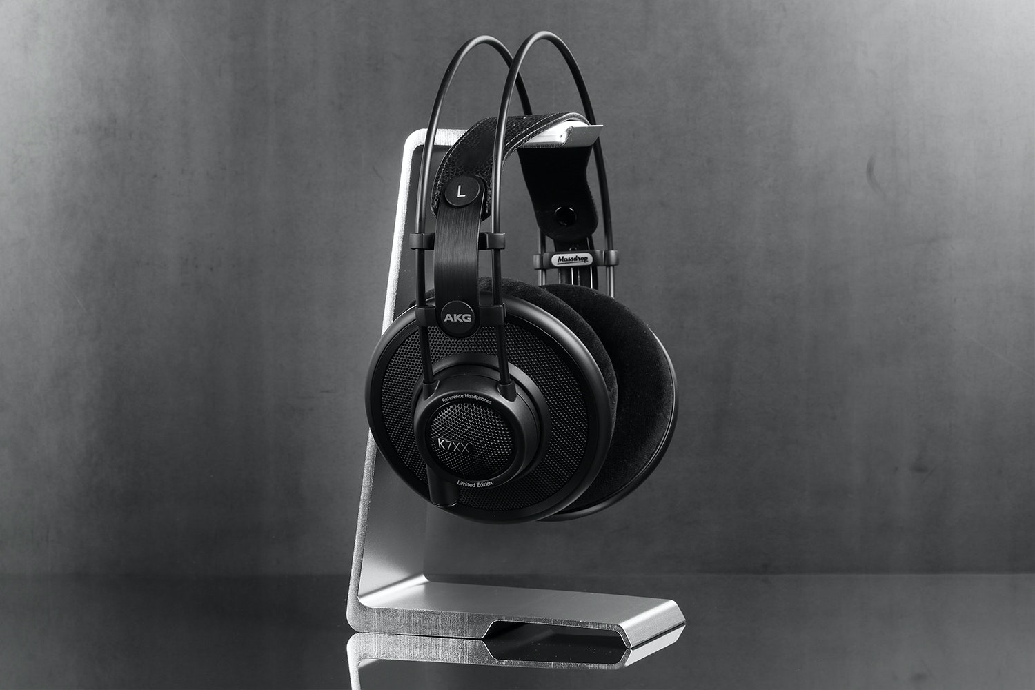 Edge Headphone Stand