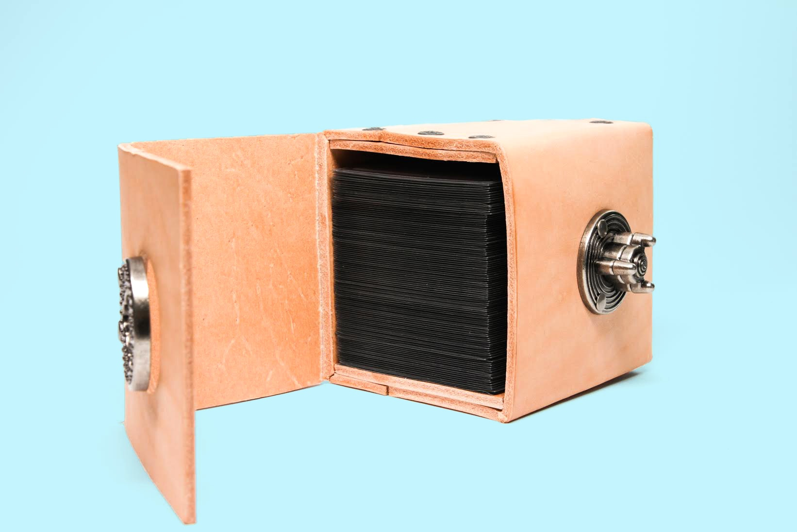Pandoric Leather Commander Deckbox