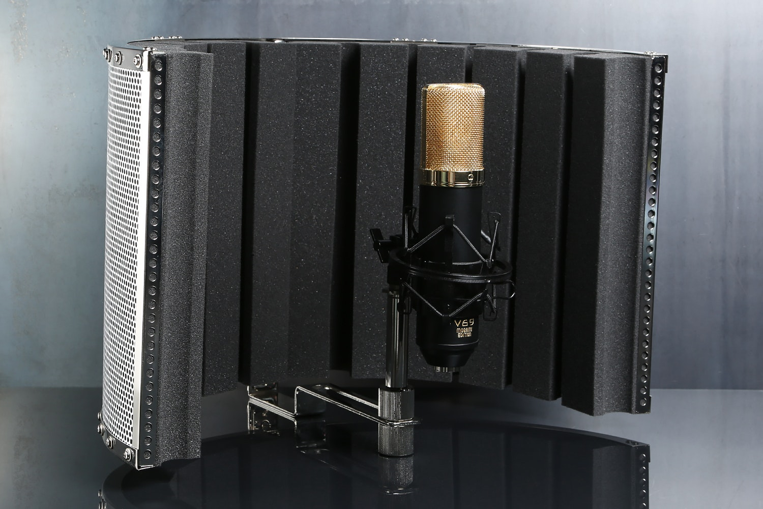 MXL v69 Mogami with CAD AS32 Acoustic Shield