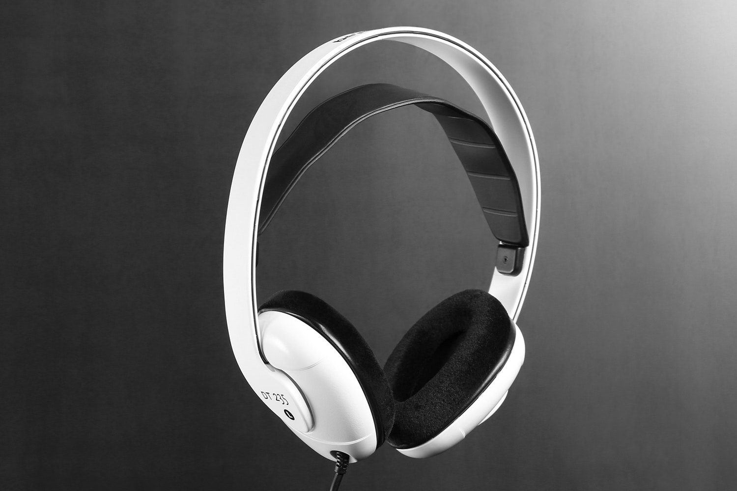 Beyerdynamic DT 235 Headphone