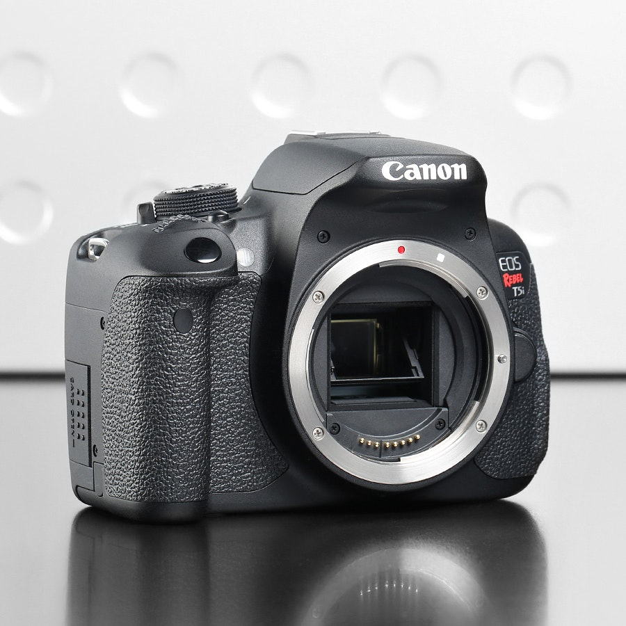 Canon EOS Rebel T5i with 18-55mm Lens kit