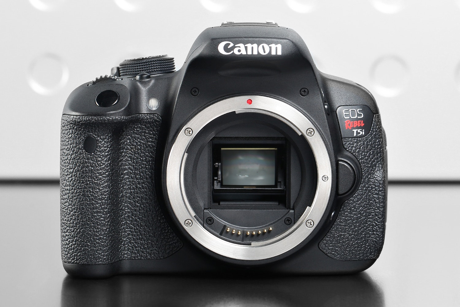 Canon Rebel T5i DSLR w/18-55mm Kit