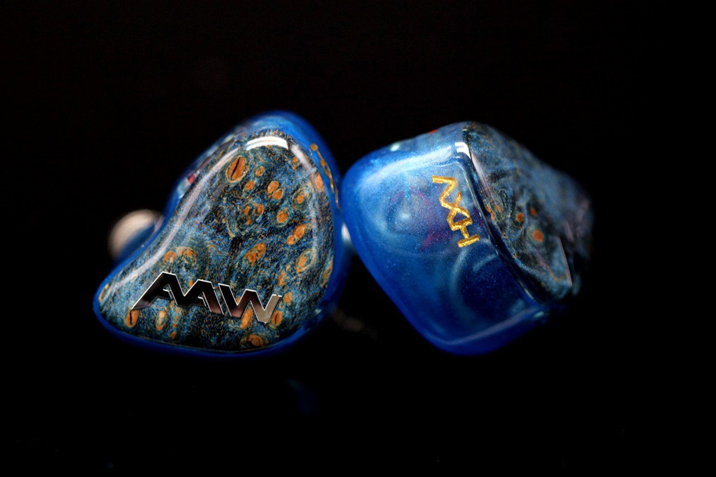 Blue Swirl Shell w/ Blue Buckeye Faceplate