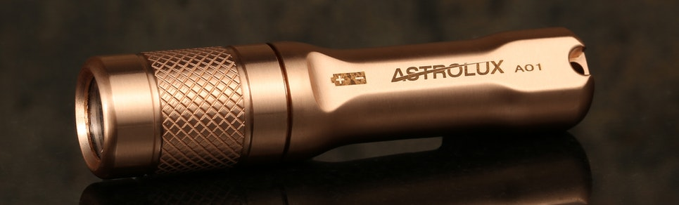 https://massdrop-s3.imgix.net/product-images/astrolux-a01-copper-flashlight/MD-19323_20160525105837_42bb382ff78d604b.jpg?auto=format&fm=jpg&fit=crop&w=965&h=292&dpr=1