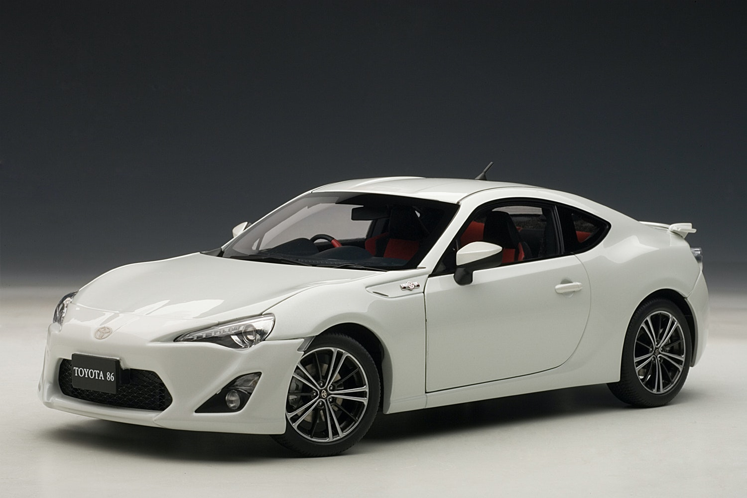 "Toyota 86 GT ""Limited Asian Version/RHD - White Pearl - (- $35)"