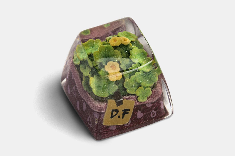 Dwarf Factory Terrarium Resin Artisan Keycap - Fortune Clover - DOM