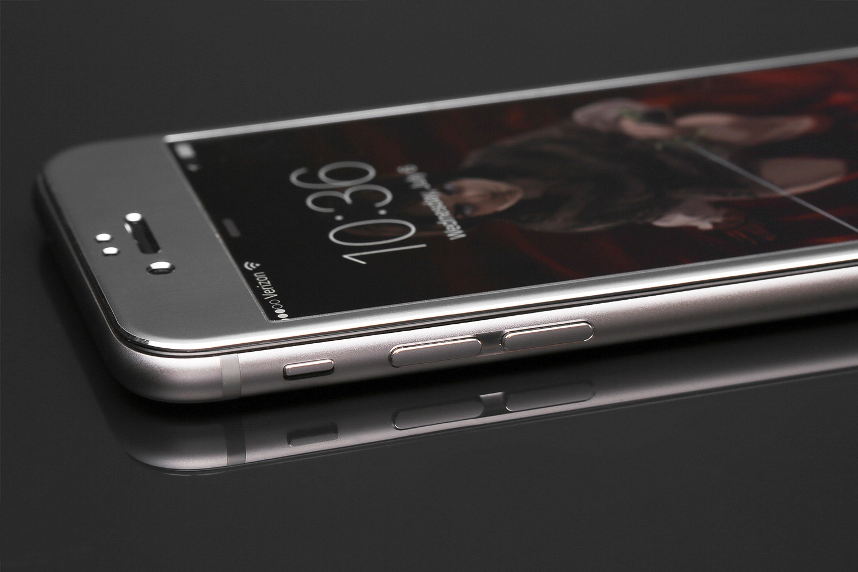 Edge-to-Edge iPhone Protection by Phantom Glass