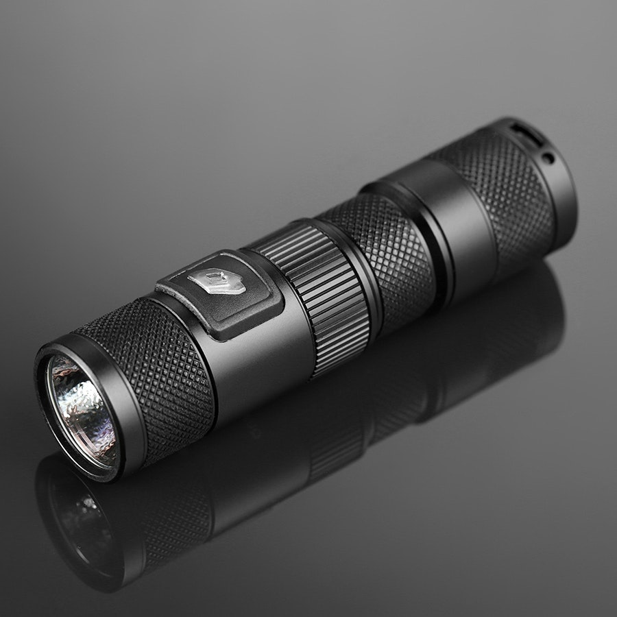 FOURSEVENS Quark Smart QSL Flashlight