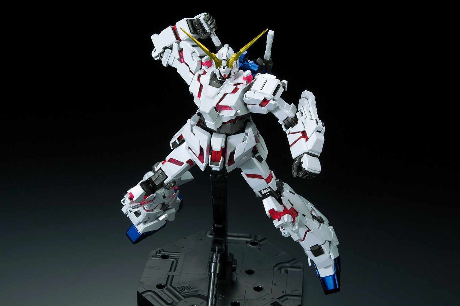 Gundam MG Unicorn Gundam Titanium Finish 1/100th