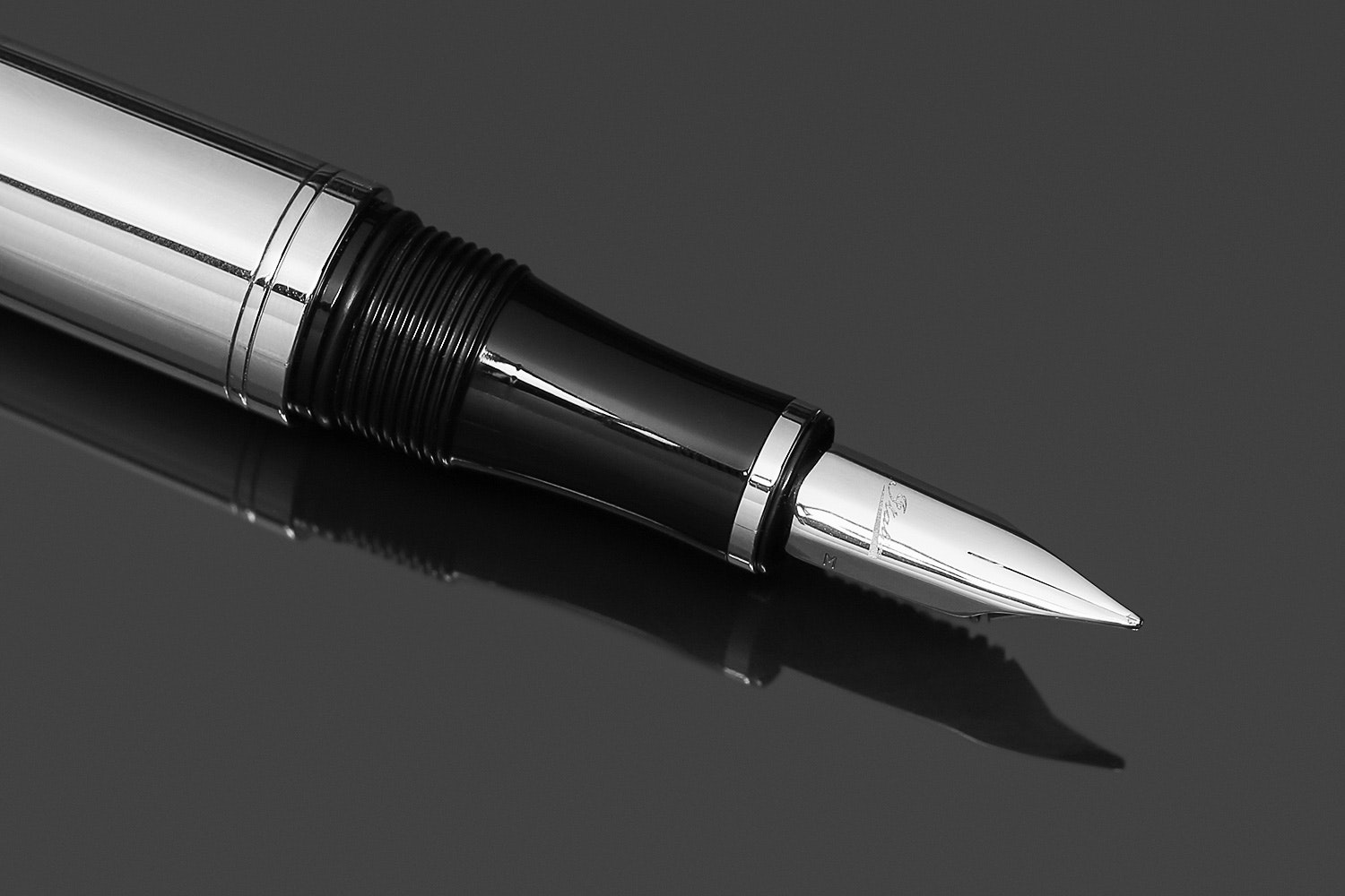 Italix Commodore's Credential Fountain Pen