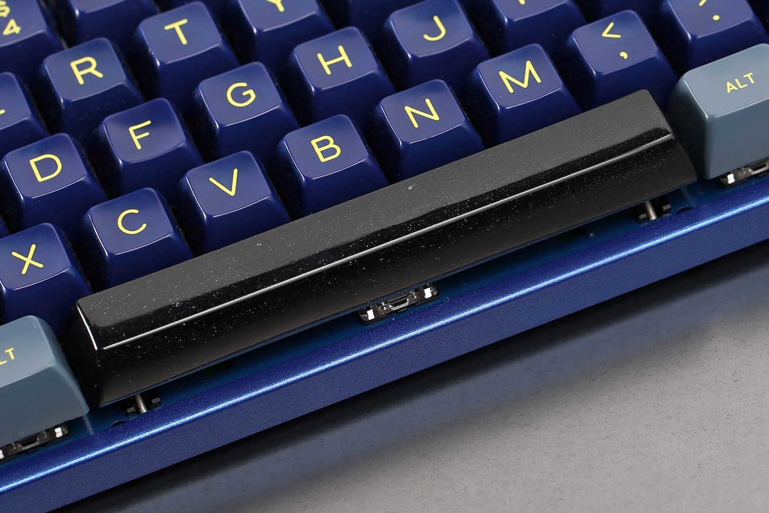 how to put the spacebar back on a keyboard