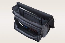 Back zipper and compartments, size medium