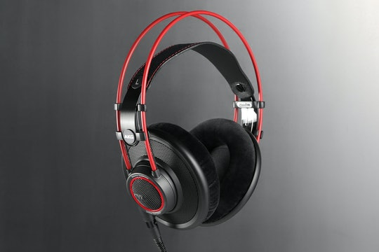 AKG K7XX in Red