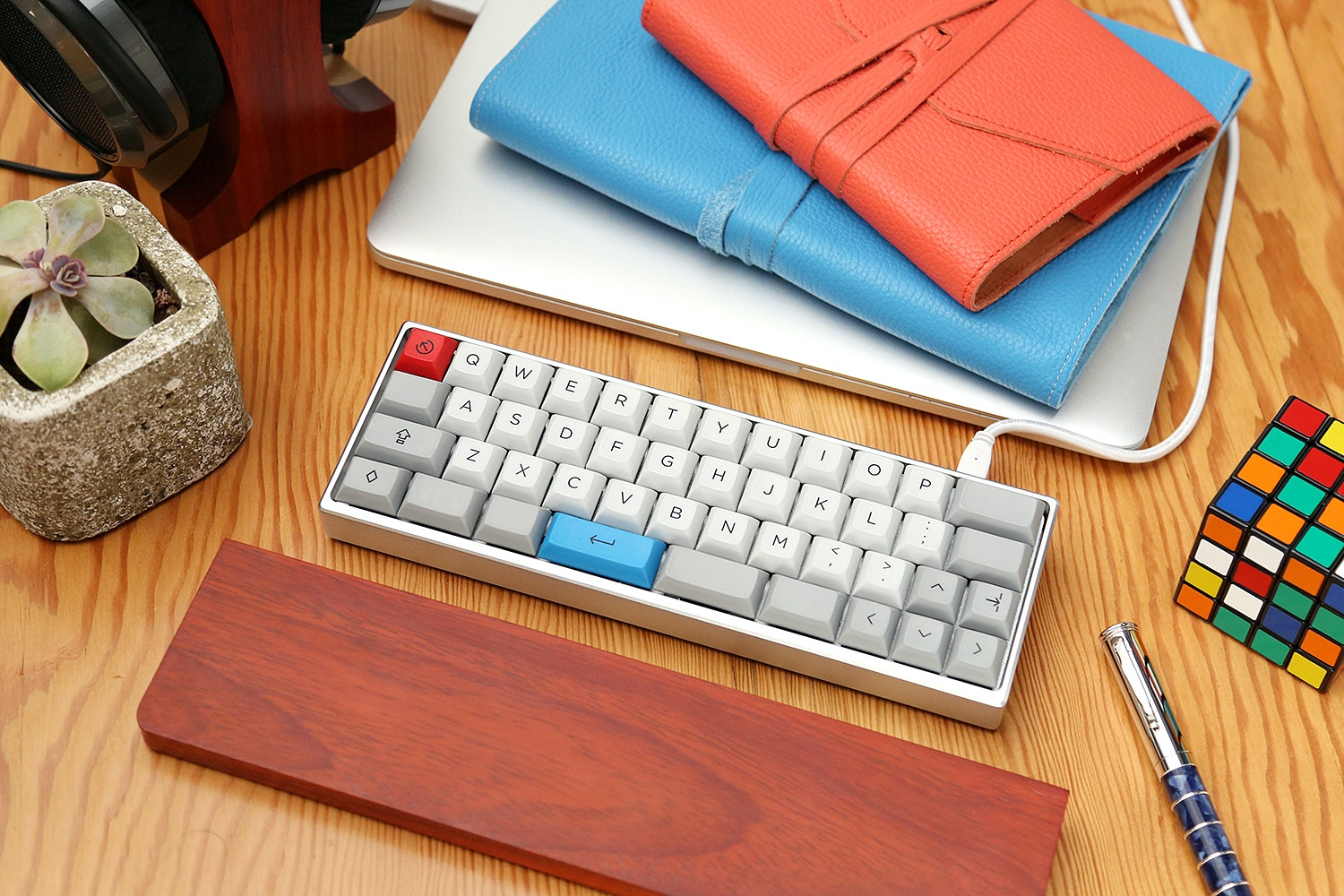 The MiniVan Custom Mechanical Keyboard Kit