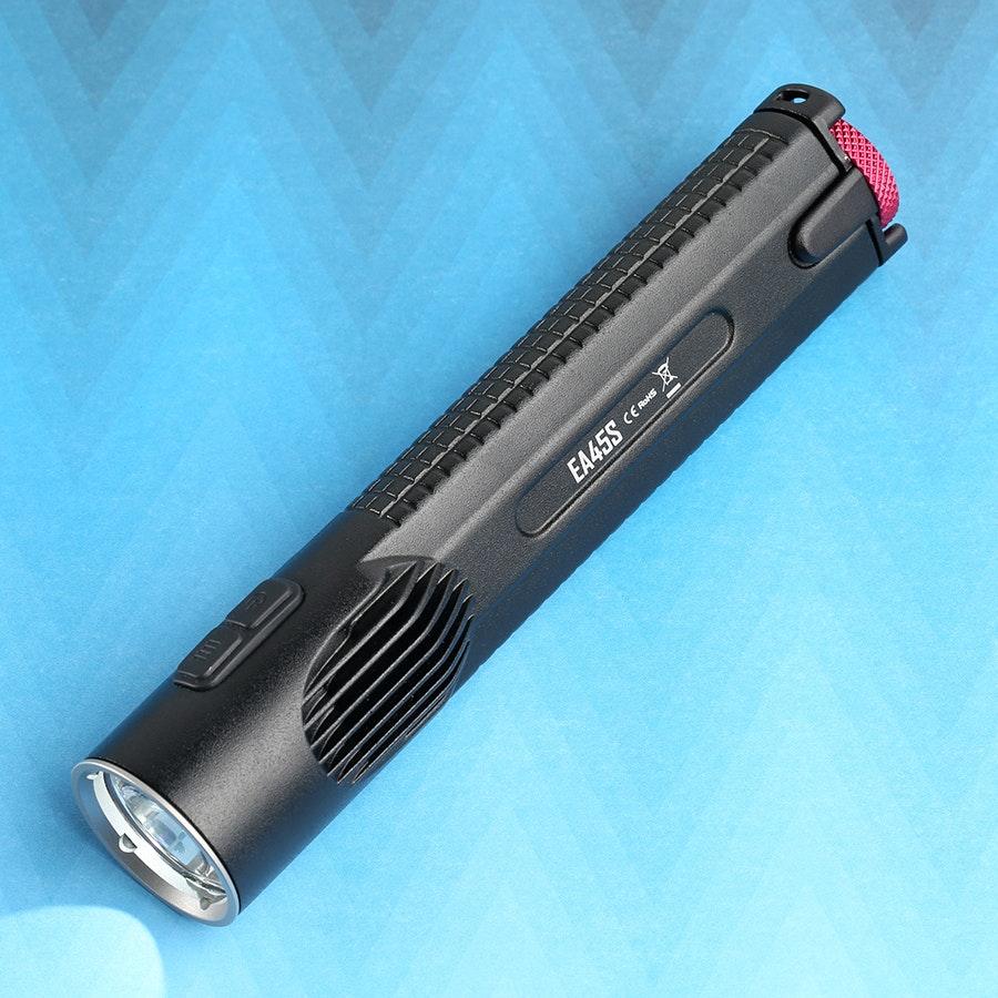 Nitecore EA45S: 4xAA 1,000-Lumen Flashlight