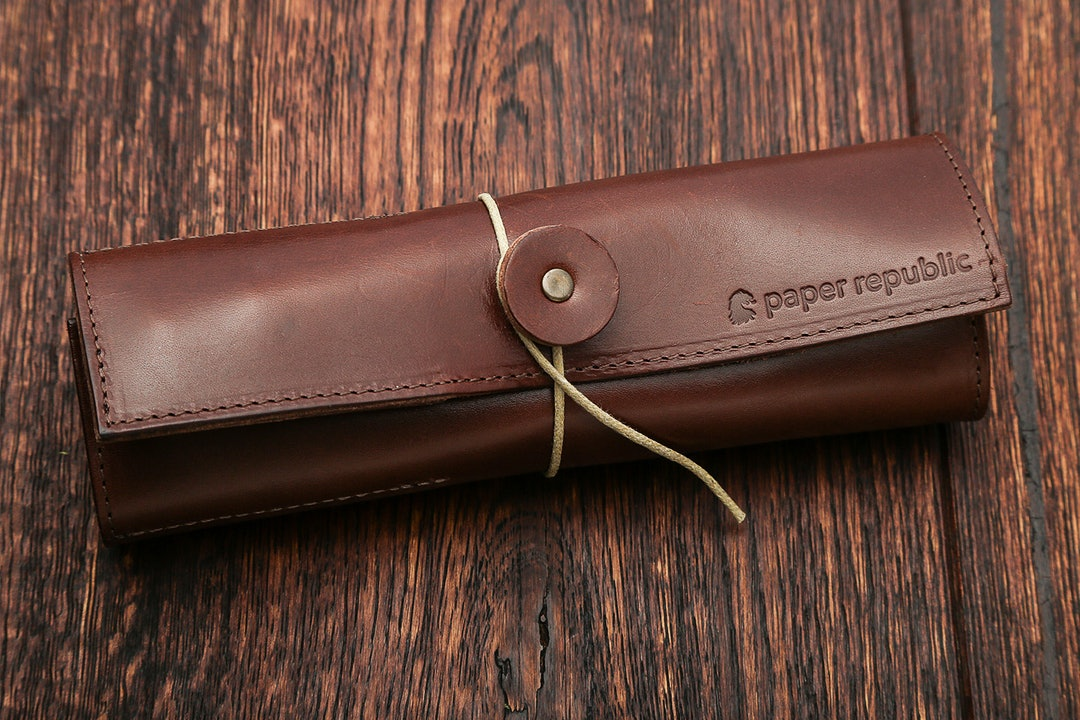 Paper Republic Le Porte-Plume Leather Pen Wrap
