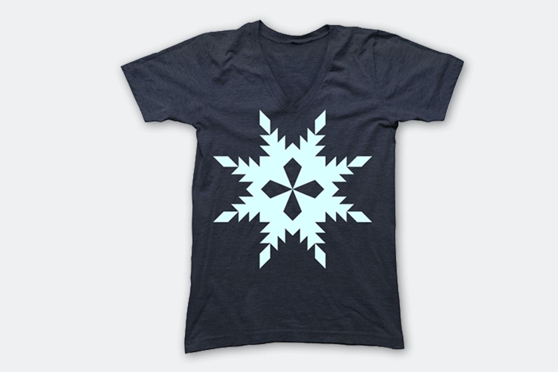 Snowflake – Vintage Navy (V-Neck)