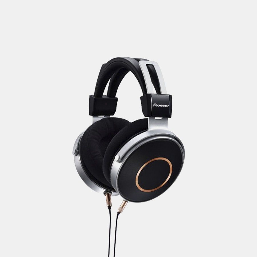 Pioneer SE-MONITOR5 & SE-MASTER1 Headphones