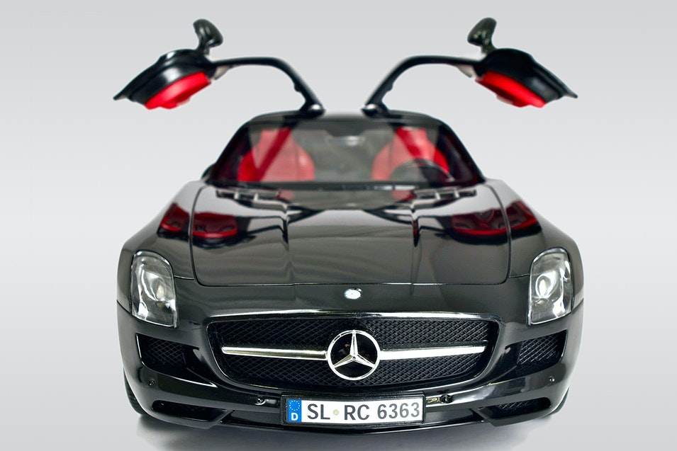 Silverlit bluetooth rc cars porsche or mercedes price for Silverlit mercedes benz sls amg