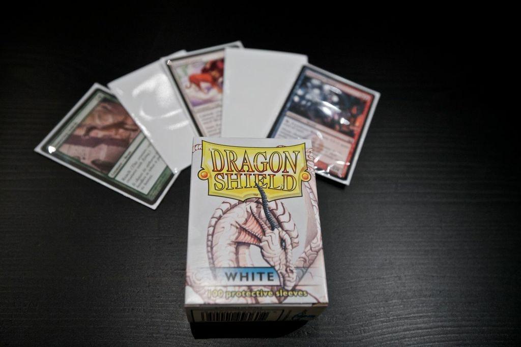 Dragon Shield Sleeves (100)