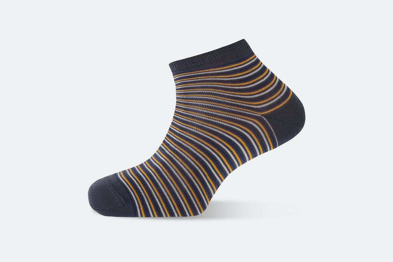 Narrow Stripes – Gray #552