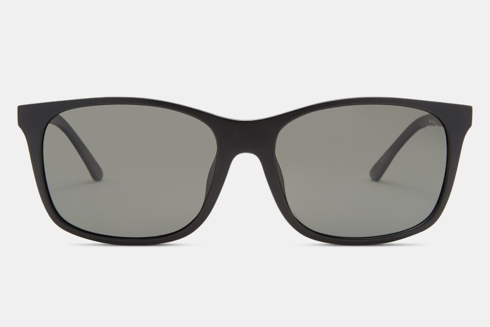 8fd403e4f5 ... the frame uses plastic for the front and a mix of metal and plastic for  the arms. Polarized