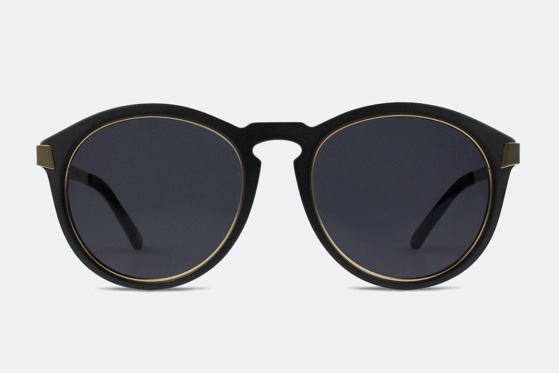 Matte black frame w/ dark gray lenses